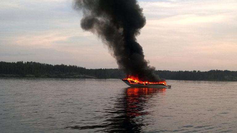 Saimaalla tapahtui kesäisenä iltana 24.7.2016 räjähdysmäinen venepalo.